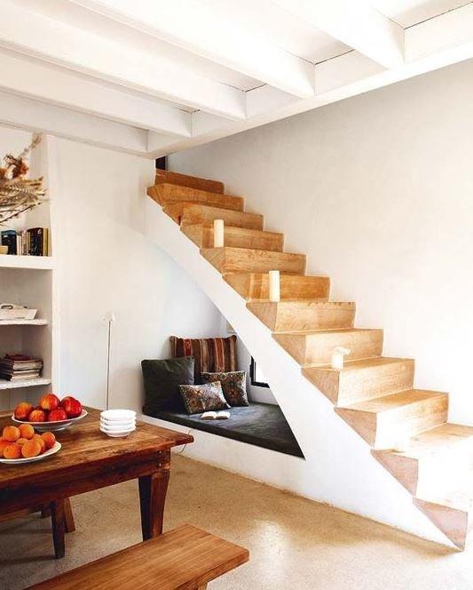 Софа под лестницей