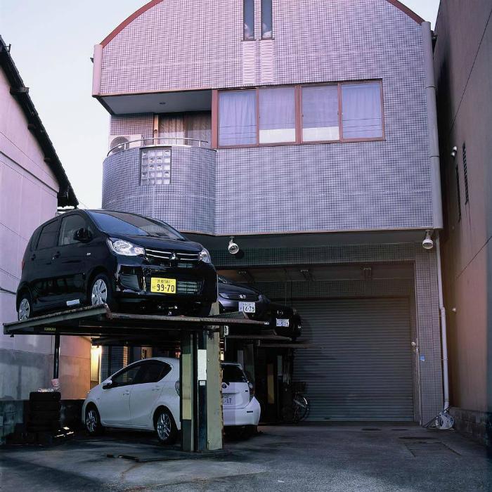 Многоуровневая парковка в Японии.