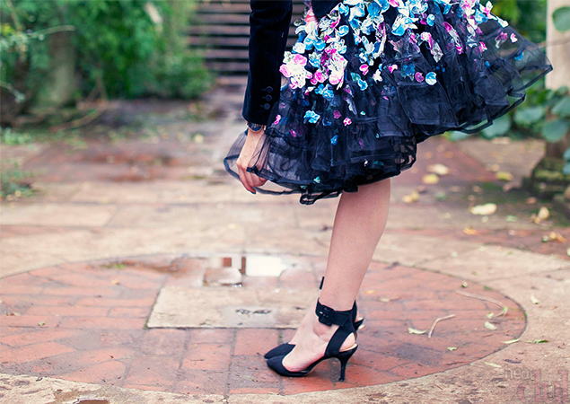 Декорирование юбки цветами