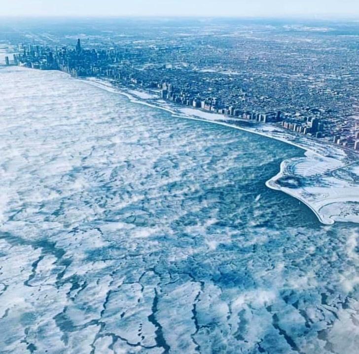 20+ фото из мест, где стало холоднее, чем в Антарктиде