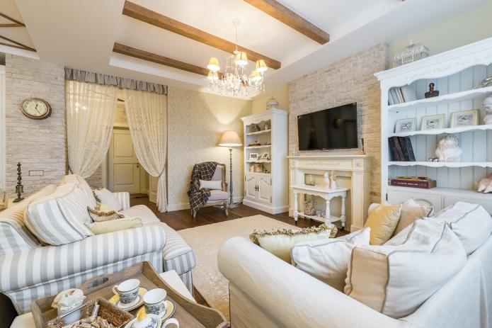 стены в гостиной оформлены декоративной штукатуркой и кладкой под кирпич