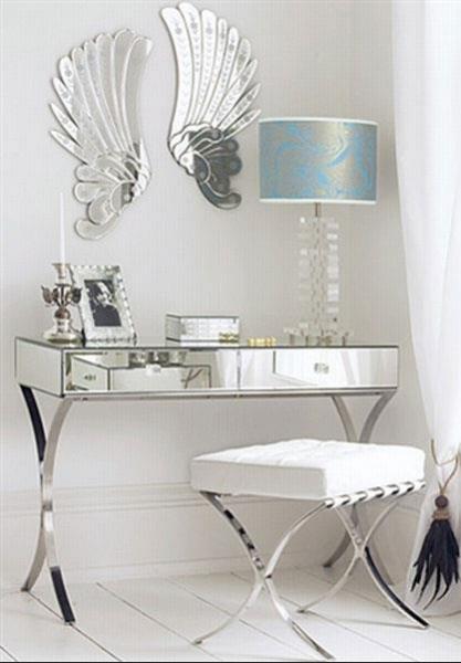 Консоль. Стеклянный пристенный столик