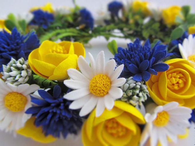 Композиция полевых цветов, выполненных из фоамирана