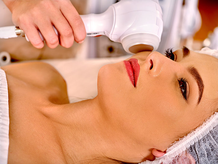 Аппаратный лимфодренажный массаж лица
