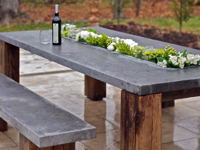Обеденный стол в эко-стиле.