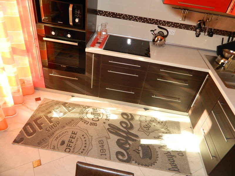Пол венге на кухне