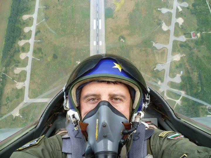 Пилот ВВС Болгарии на МиГ 29 Люси в небе с алмазами: селфи пилотов самолетов