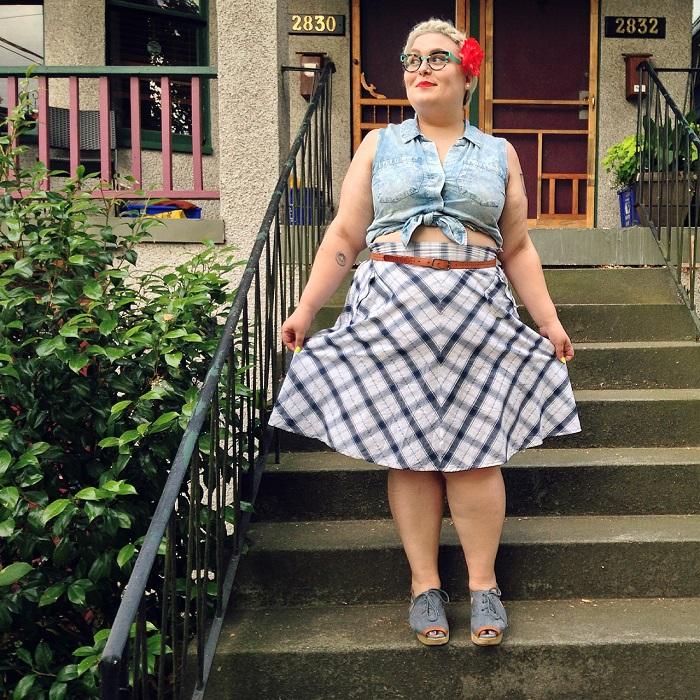Некоторые тетки любят одеваться не по возрасту. / Фото: mirzenshiny.ru