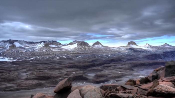 Há deserto quase marciano.