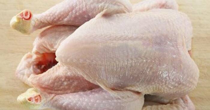 Хорошая курица должна правильно выглядеть и пахнуть. /Фото: img-global.cpcdn.com
