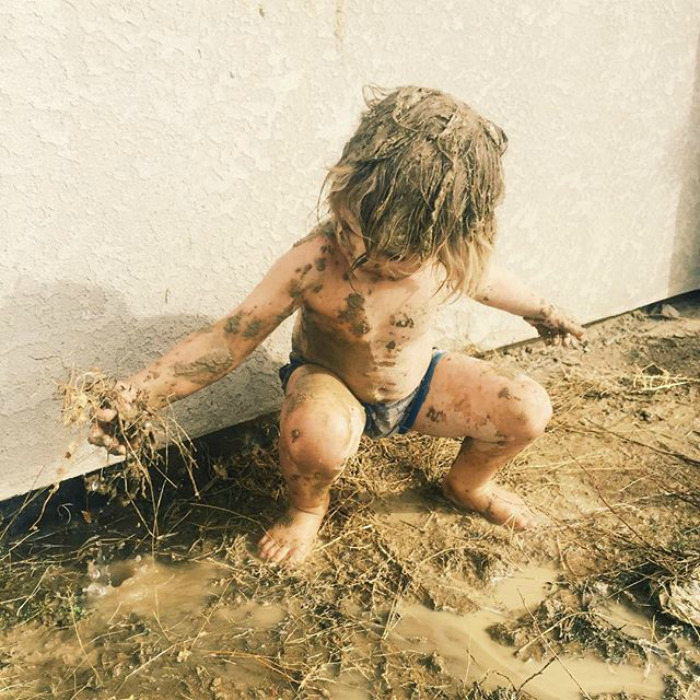 Веселье в грязи.