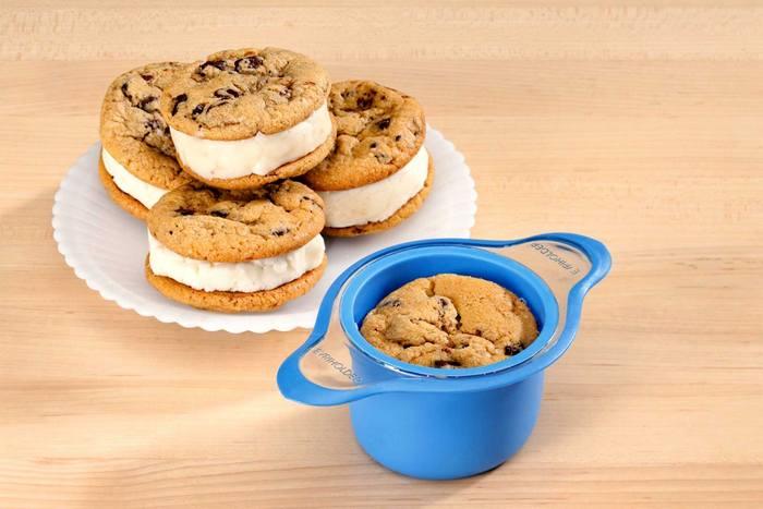 Странный кухонный гаджет «Машина для печенья с прослойкой из мороженого».