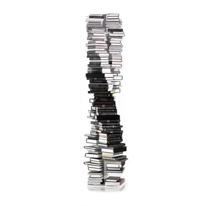 Оригинальный книжный шкаф в форме структуры ДНК