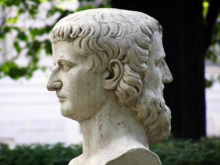 Древнеримский бог Янус.