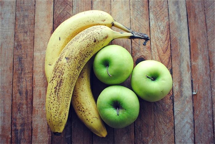 Бананы рядом с яблоками созревают очень быстро. /Фото: bevcooks.com