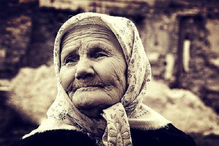 Мама - это женщина, которая дала вам жизнь, воспитала вас, и только с годами у неё прибавляются морщинки. | Фото: playcast.ru.