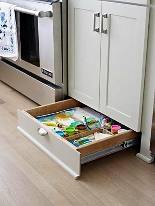 Нижняя часть кухонных шкафчиков.