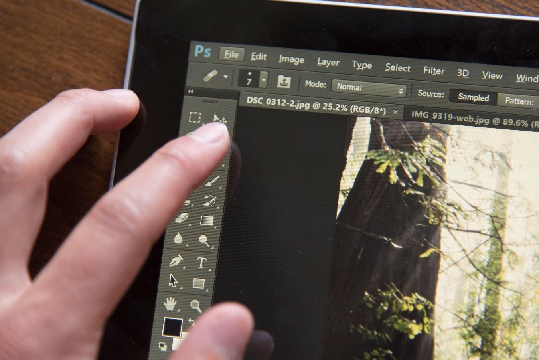 Как вырезать и вставить объект в Фотошопе – 4 лучших способа: https://pomogaemkompu.temaretik.com/1153430513998629422/kak-vyrezat-i-vstavit-obekt-v-fotoshope---4-luchshih-sposoba/