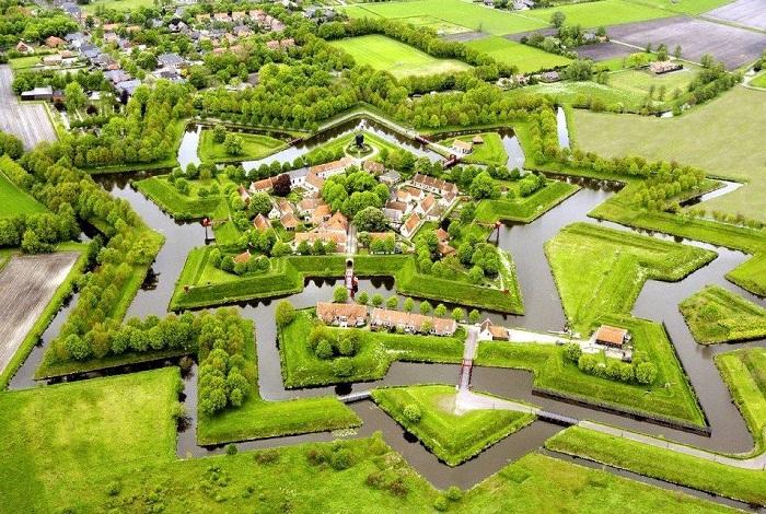 Вот такой восхитительный вид имеет деревня Гитхорн с высоты птичьего полета.