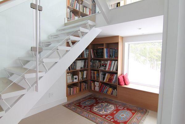 У окна можно обустроить уголок для чтения