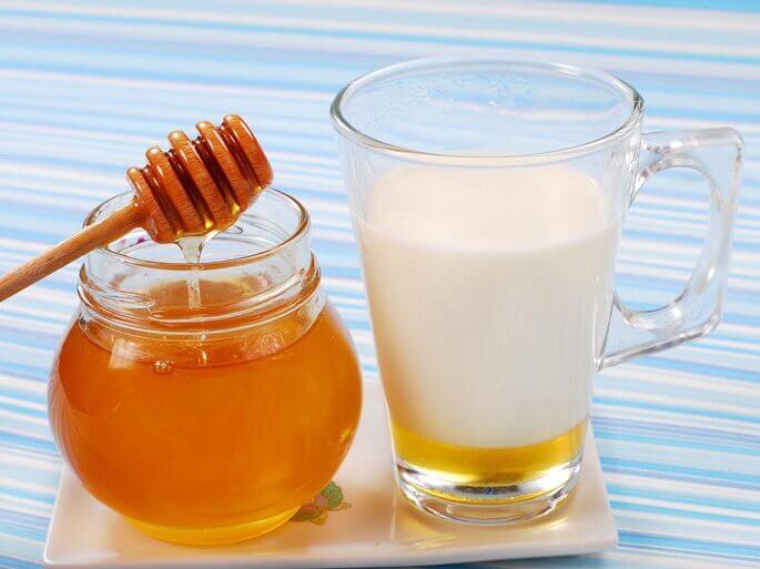 Целебные составы на основе алоэ рекомендуется запивать молоком