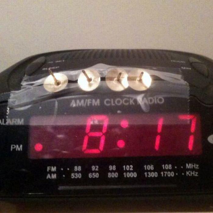Жесткий будильник для тех, у кого очень крепкий сон. | Фото: micccp.com.