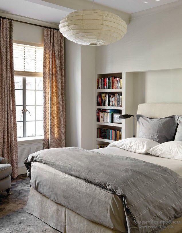 Встроенная книжная полка в интерьере спальни