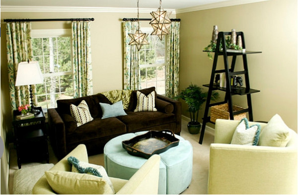 Уютный интерьер с лестницей от Chelle Design Group