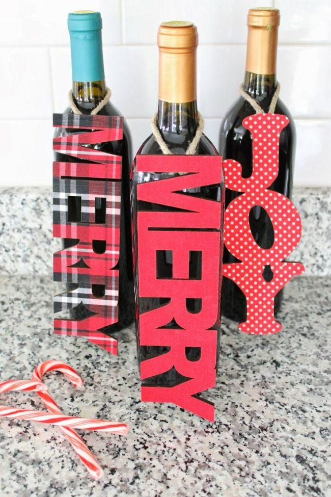 Прекрасной заменой декоративному веночку для шампанского может стать табличка с символическими надписями