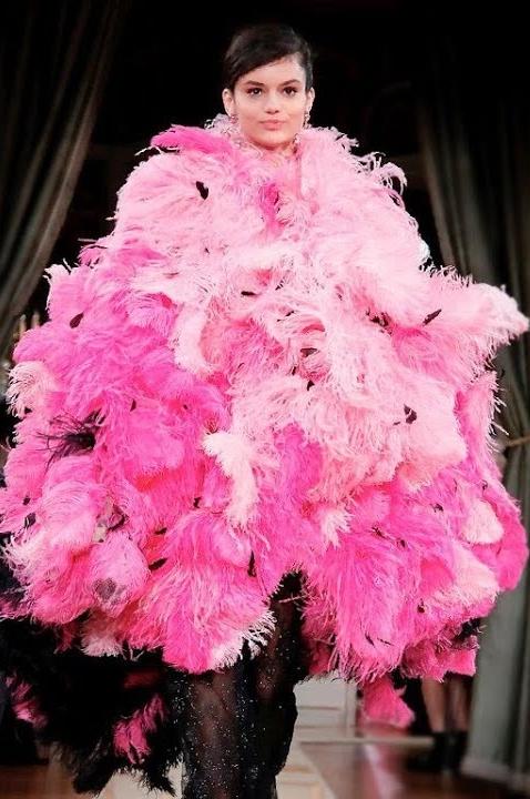 От фуксии до пыльной розы — 9 розовых платьев, которые нас покорили (фото 20.1)