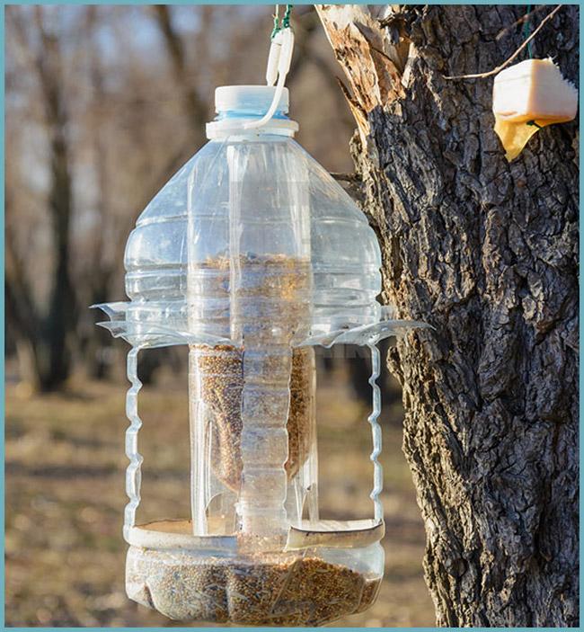 Кормушка для птиц из пластиковых бутылок своими руками фото