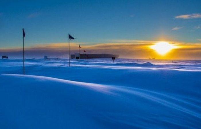 Южный полюс: восход и закат один раз в году.