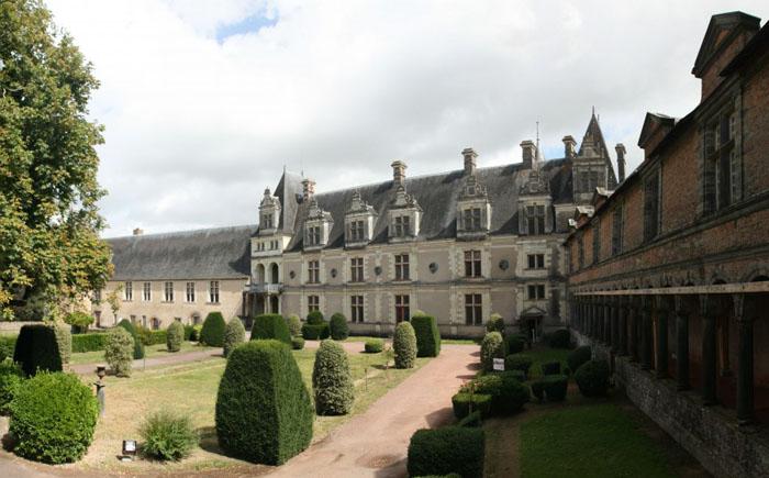 Замок Шатобриан, Франция