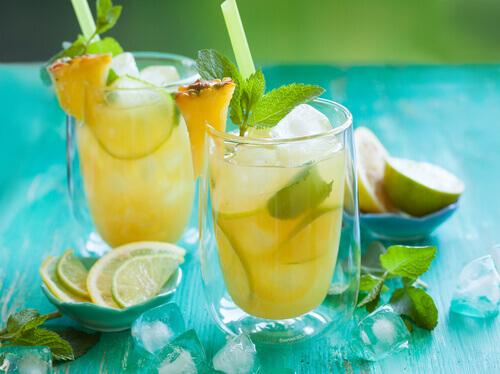 Лимон и ананас содержат кальций