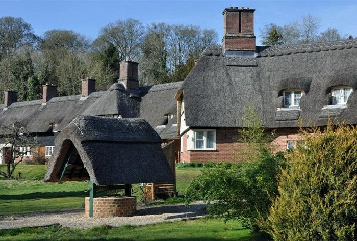 Крыша, перекрытая камышом — прекрасное решение для экологического дизайна.