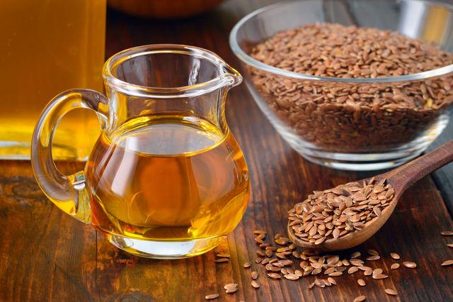 Льняное масло очень полезно для сердца, но не стоит им злоупотреблять