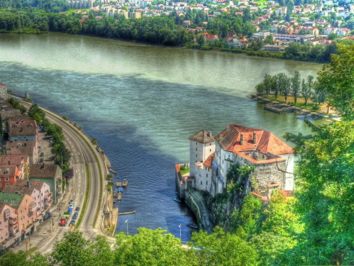 Место слияния трех рек — Дуная, Ильца и Инна (Германия)