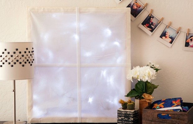 Необычное новогодние украшение: зимнее светящееся окно