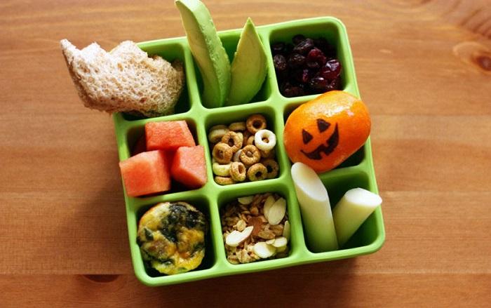 Лучше ешьте часто, но маленькими порциями, чем один раз в день и много.