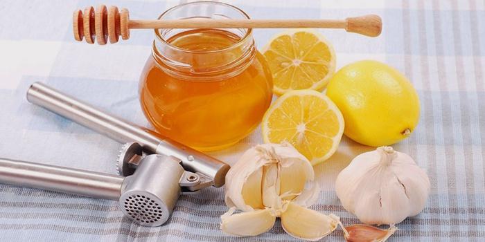 Лимон с медом и чесноком для чистки сосудов