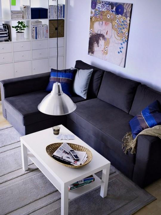 Темный угловой диван из велюра