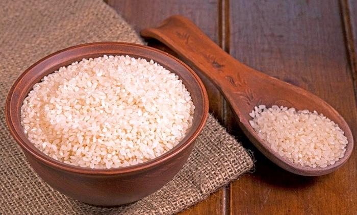 Белый шлифованный рис можно полжизни хранить. /Фото: vsvoemdome.ru
