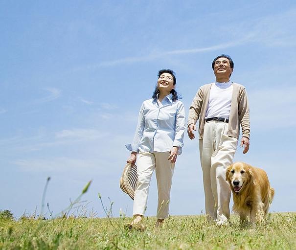Прогулка с женой.