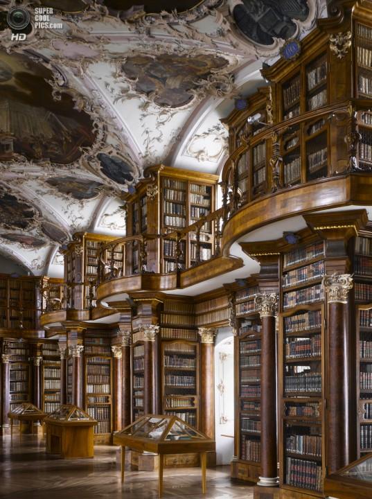 Швейцария. Библиотека монастыря Святого Галла. (Will Pryce)