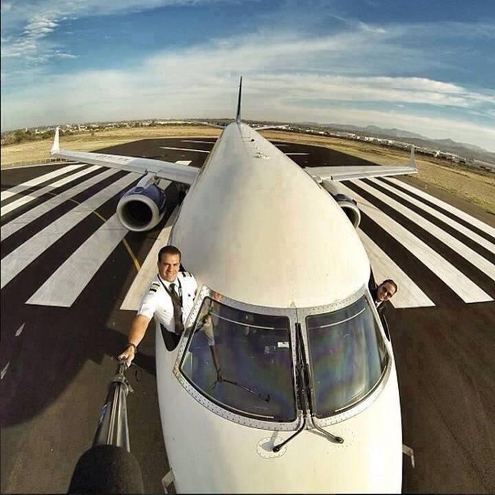 BinpjEQIAAAAp25 Люси в небе с алмазами: селфи пилотов самолетов