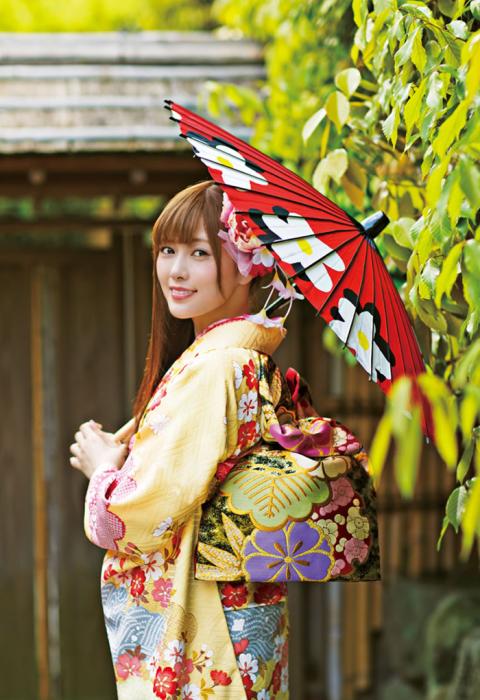 Кимоно не подчеркивает достоинства фигуры, а скорее скрывает недостатки