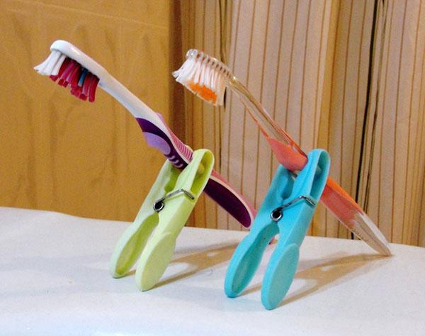 Хранение зубной щетки на прищепке
