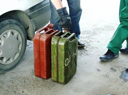 Самый дешёвый бензин продаётся в Азербайджане