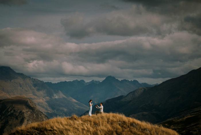 Трогательная сцена в городе Куинстаун, Новая Зеландия.