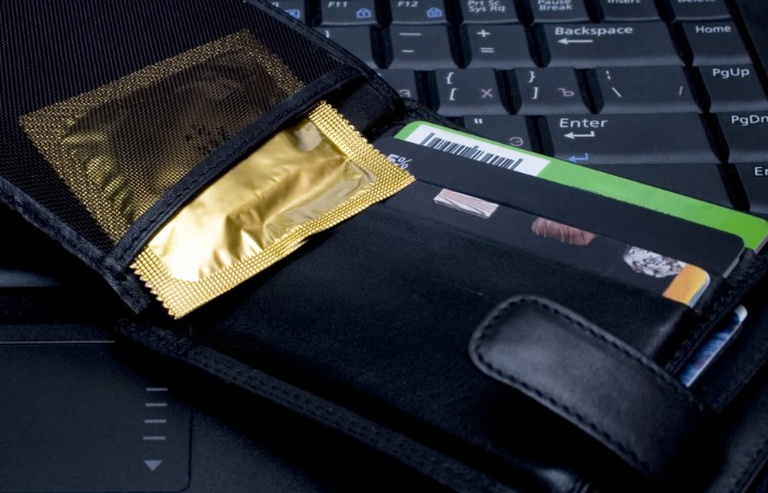 В кошельке презерватив испортится и станет непригоден для контрацепции / Фото: ru.med-mash.ru